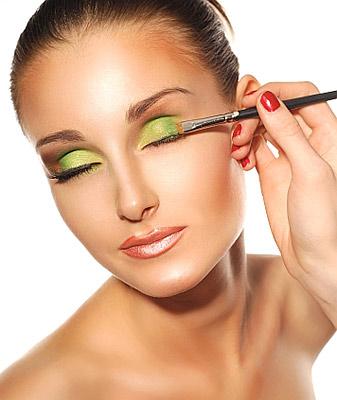 Makijaż w kolorze roku - mus z limonki - krok 1