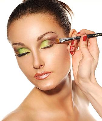 Makijaż w kolorze roku - mus z limonki - krok 2